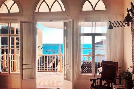 Second Wind - Luxury Sea View Apt Romantic Getaway