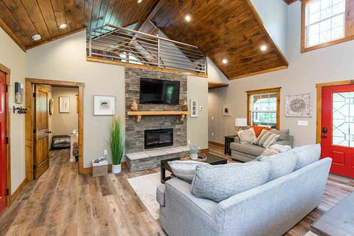 Hot Tub, WiFi, Adventure - New Family Cabin - Dreamscape - Red River Gorge, KY