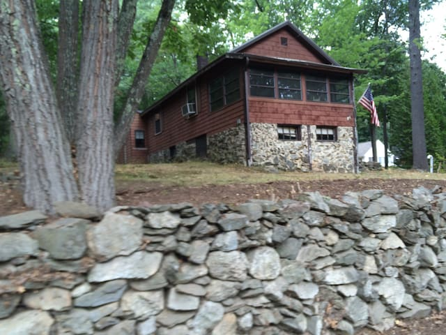 Great lake cottage for your stay. - Windham