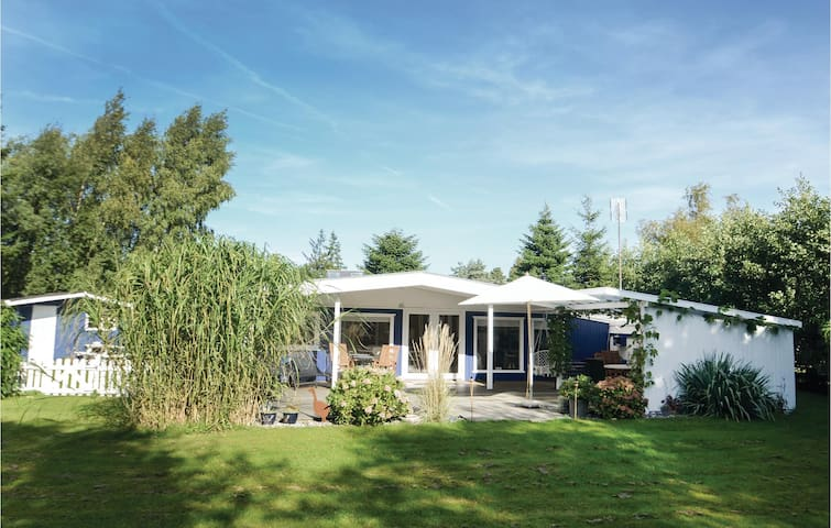 Holiday cottage with 2 bedrooms on 68m² in Væggerløse