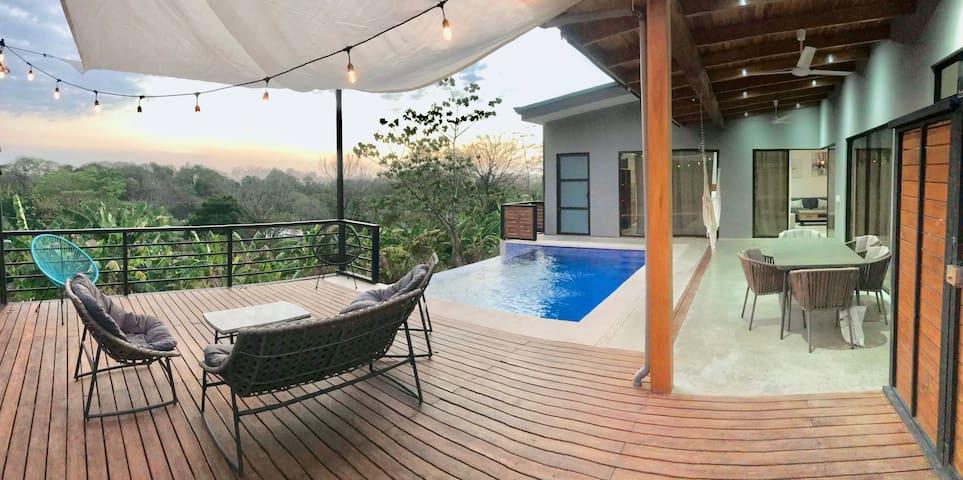 Villa Viktoria1-Modern 2bd+Pool. 4 min beach walk.