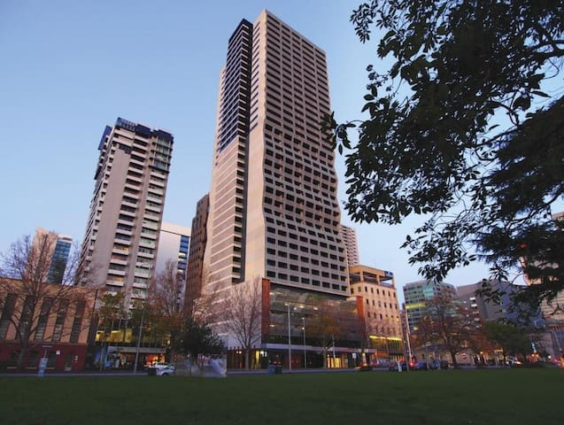 MODERN APARTMENT IN THE HEART OF MELBOURNE CBD