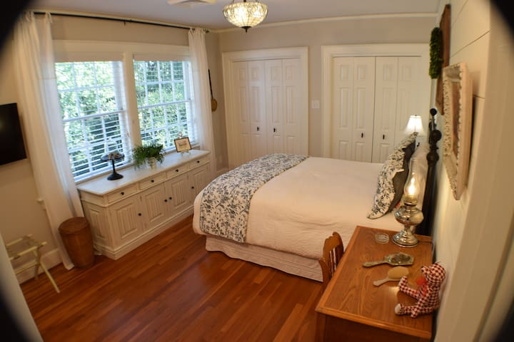 "The Farmhouse Room - Queen bed, flat screen 40"" TV, refrigerator."