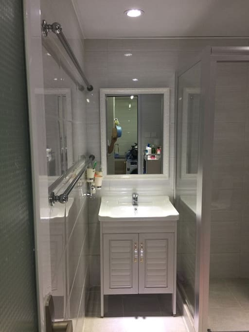High class toilet and beautiful (高格调的浴室)