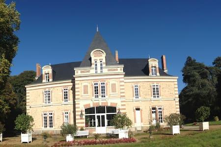 Château La Cour - Armaillé - Slott