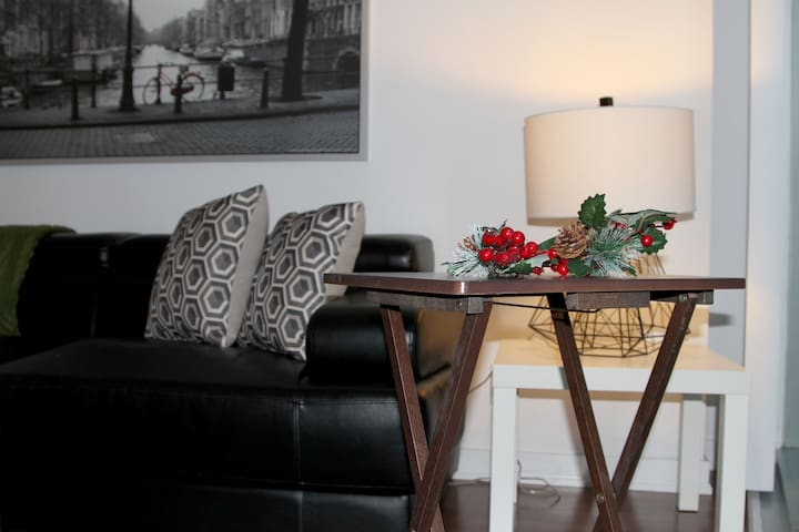 ✰Breathtaking High-Rise 1bed Downtown+ CN Tower✰