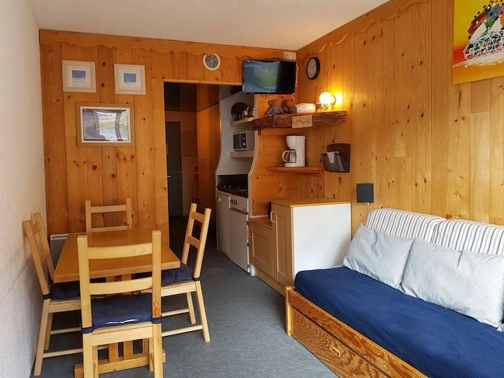 Studio for 3 persons in Arc 2000 on the slopes close to the shops and to the bowl
