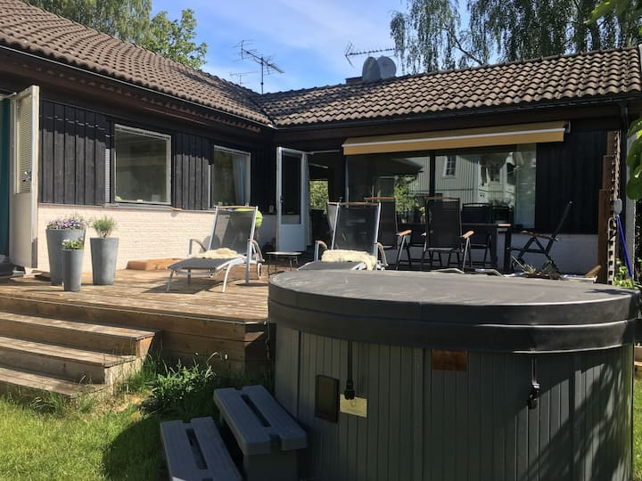 Idyllic house and garden 10 minutes fr Stockholm C