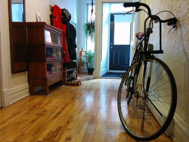 Charming, spacious Little Italy apartment - Montréal - Appartamento