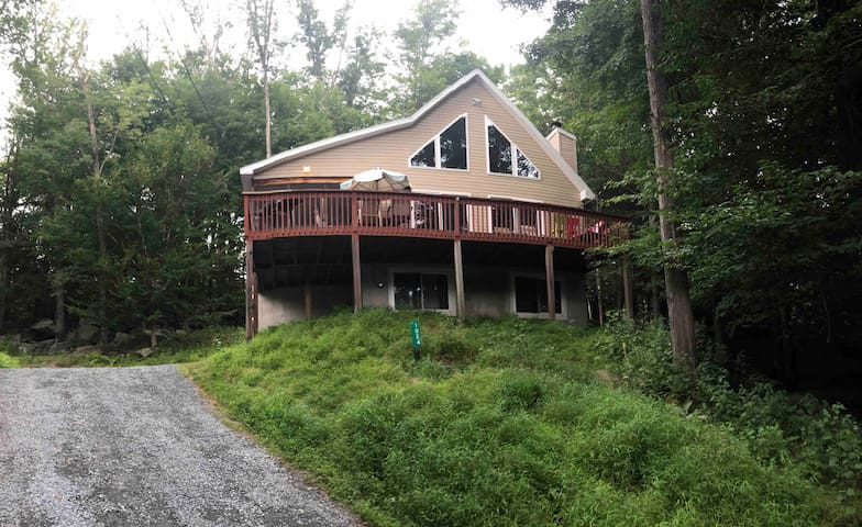Pocono Mountains Chalet home at Lake Wallenpaupack