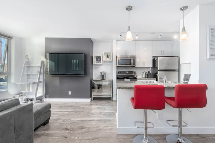 Stunning New Condo, Central Downtown with Parking!