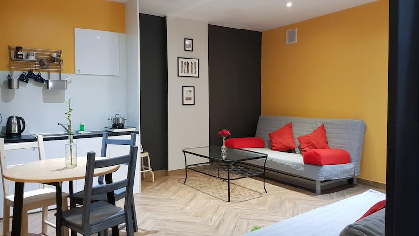v_NEW COOL APARTMENT in City HEART