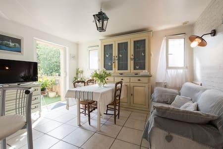 Chambre chaleureuse à Saint-Tropez - Сен-Тропе - Квартира