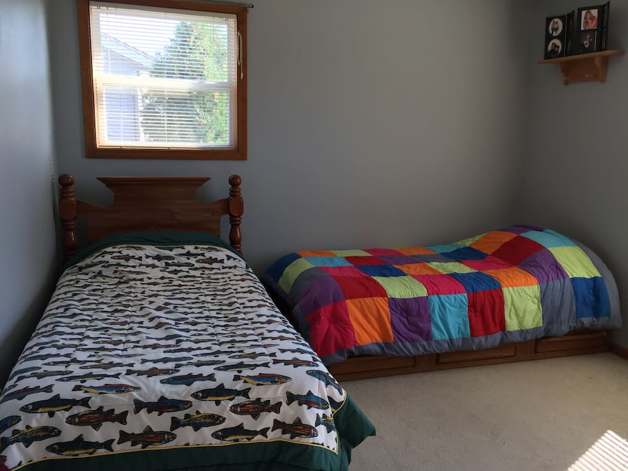 Upper bedroom for family members- does have a walk in closet for use