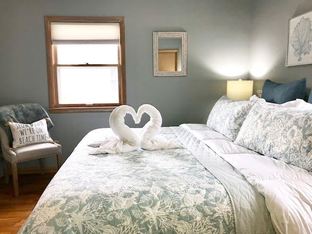 Master Bedroom-King-size bed