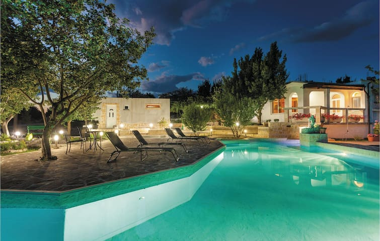Holiday cottage with 2 bedrooms on 100 m² in Srijane