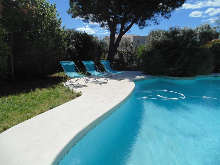 6 personnes pool garden private    near beach