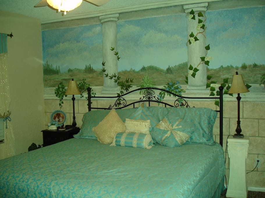 Second Bedroom- King Bed
