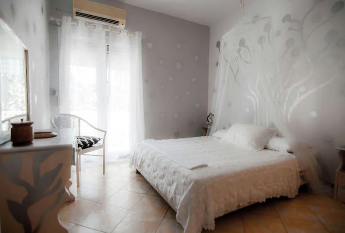Bohemian Apartments 4 Ireo  Samos