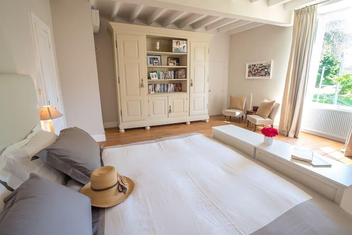 La Chambre de Madame avec jacuzzi - Château MARTET