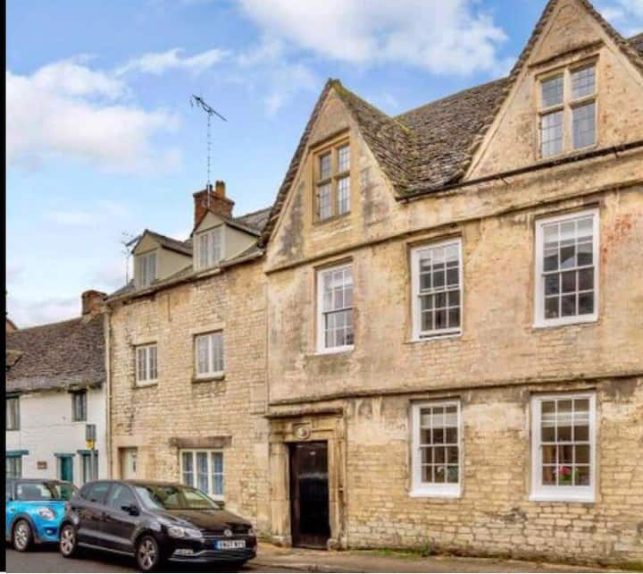 Secluded townhouse Central Cirencester Sleeps 3