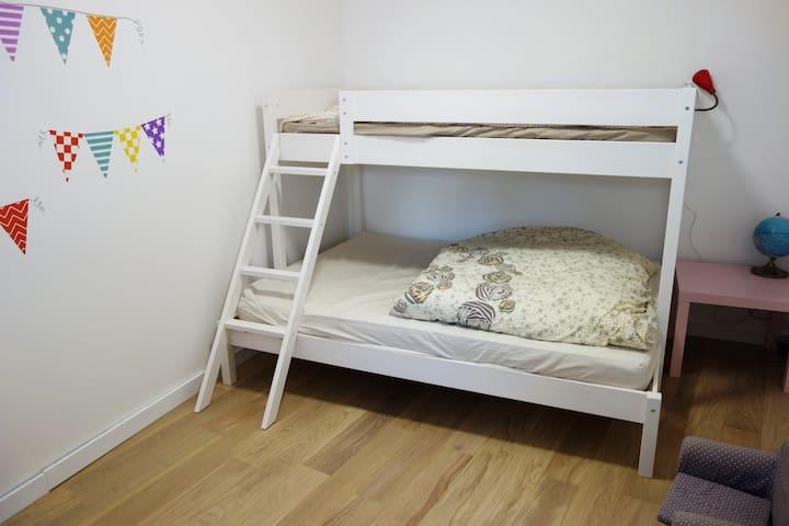 chambre enfants n°2, lit double 140x190 et simple superposé 90X190