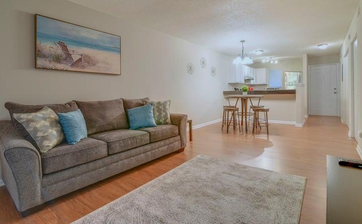 Entire condo 2/2, New furniture/updates/appliances