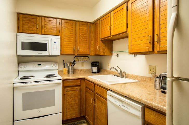 Fitted kitchen with all amenities