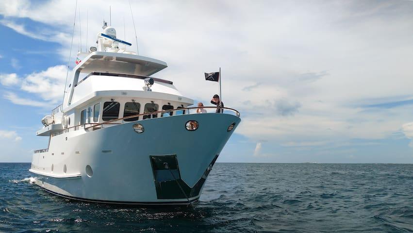 Luxury B&B on board Motor Yacht Namaste