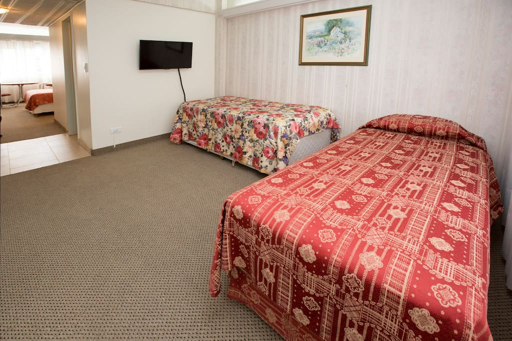 """cama individual, cama individual + carrito. LCD 32"""""""