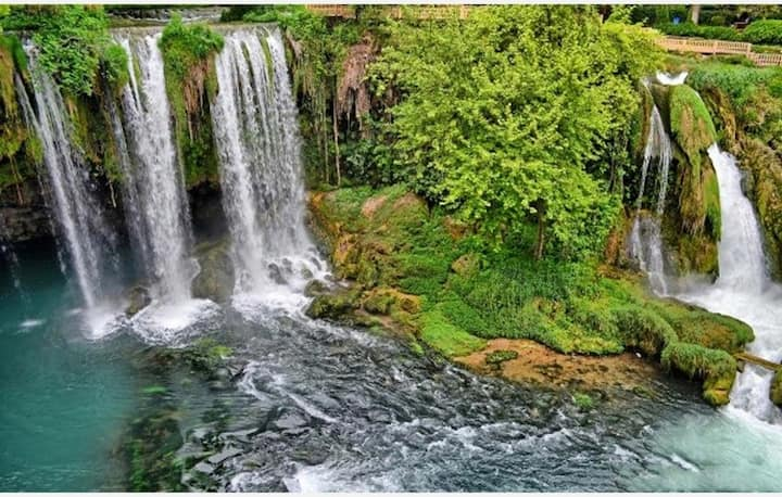 Magnificent hause next waterfalls