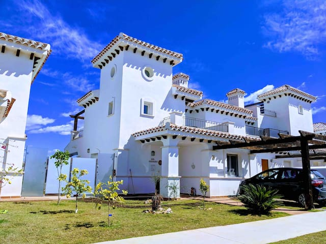2 Bed Villa with Golf Views, Private Pool, Wifi