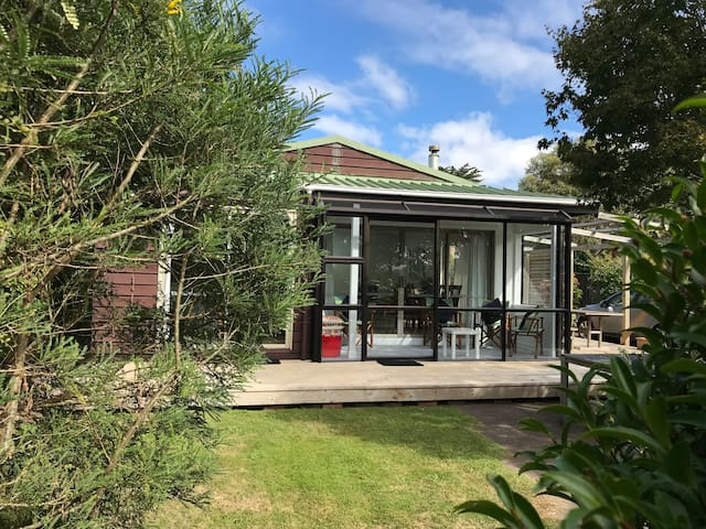 Classic kiwi holiday house – Close to the beach