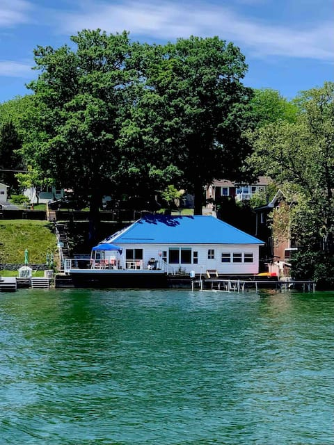 Cozy 2 Bedroom Cayuga Waterfront Cottage