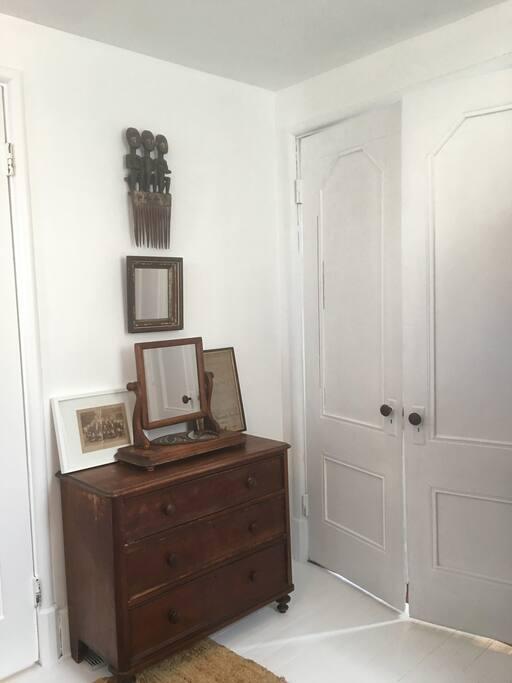 Entrance door and storage/mirror