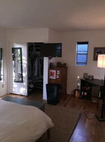 Private Master Bedroom - Templin