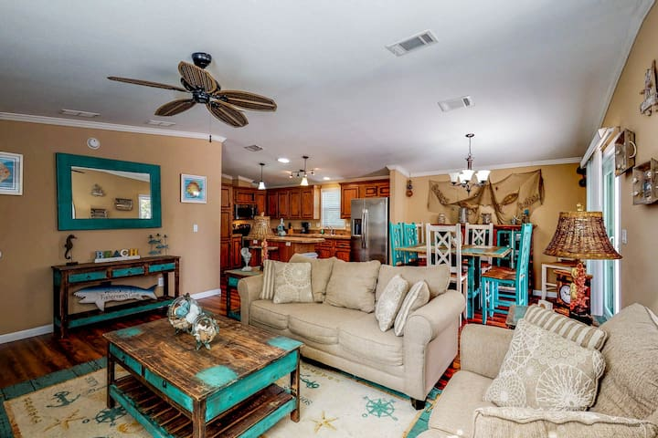 NEW LISTING! Cozy home w/ community boat ramp, walk to bay, near attractions