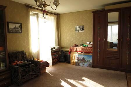 Уютная 2-к кварт. с балконом в 7 мин. от Звездной - Sankt-Peterburg