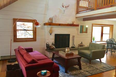 Scandi Style Log Cabin w/ Wood Fired Hot Tub - Hudson - House