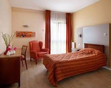 1 chambre proche Le Mans - Saint-Mars-la-Brière - Huis