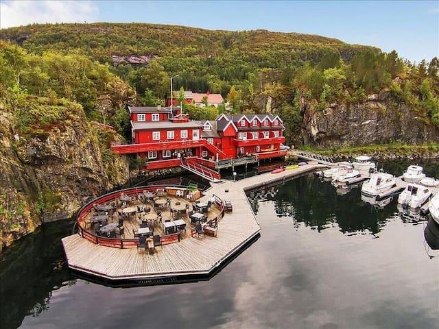 Historical Sea House, Middle Norway - Stokksund - Bed & Breakfast