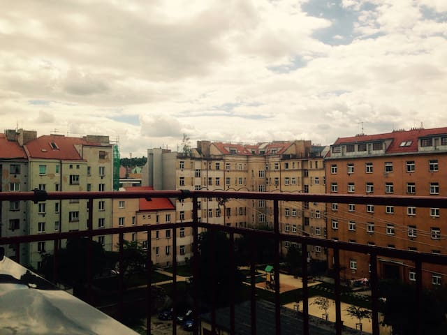 Comfortable room with balcony nearby O2Arena&Metro - Praha - Daire