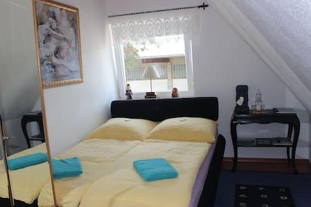 Ruhiges Zimmer in schönem Ambiente nahe Augsburg