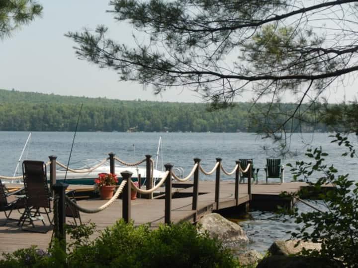 Lakefront Studio Apt with kayaks, canoe, hot tub