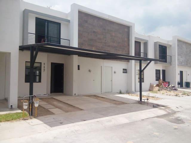 Casa con amenidades y alberca en Monterrey