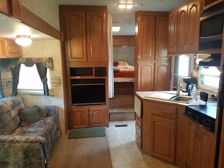 Better than a hotel! 5th Wheel RV Camper