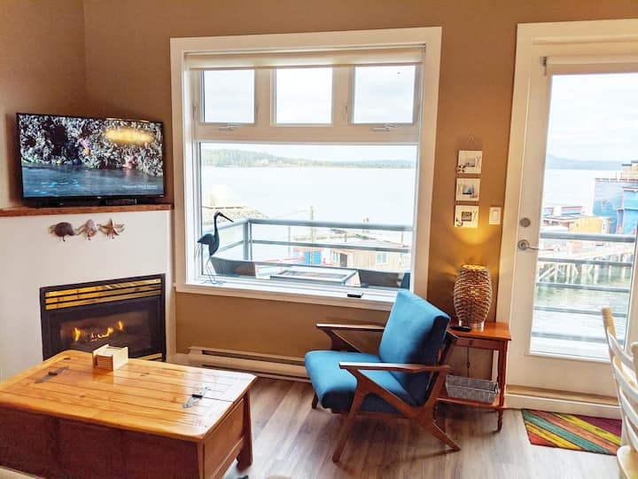 Oceanfront ❤ Spacious Loft Condo at Tofino Harbour