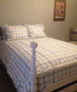 Twin Maples - Full Size Bed