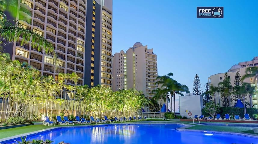 studio 100 meters from the beach at Surfers (L7)