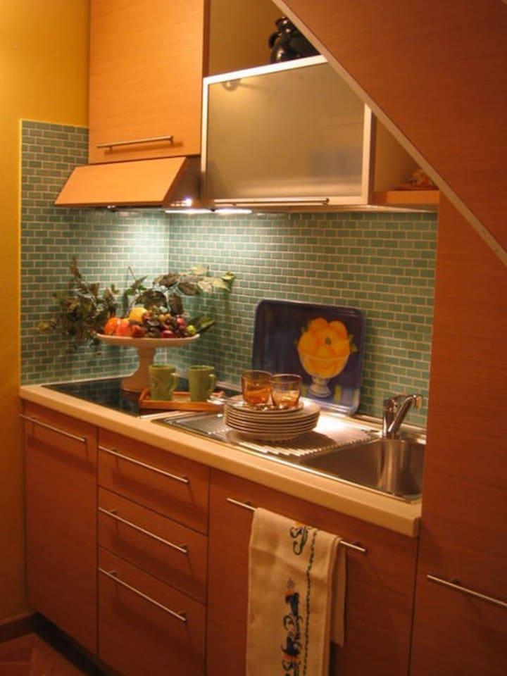 cucina completa di frigo famiglia / lavastoviglie / forno microonde/ tostapane